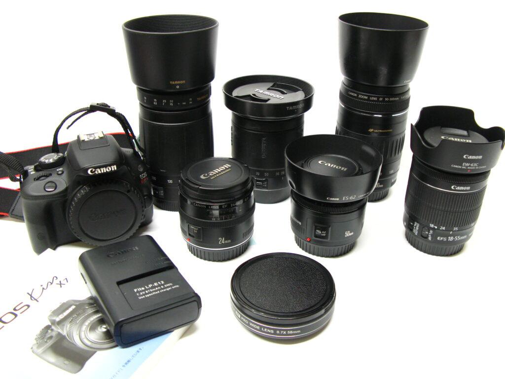 今回入荷したデジタルカメラキヤノンEOSとレンズです。